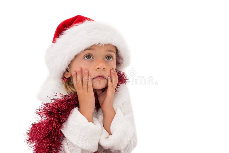 Χαριτωμένο μικρό κορίτσι που φορά το καπέλο και tinsel santa στοκ εικόνες με δικαίωμα ελεύθερης χρήσης
