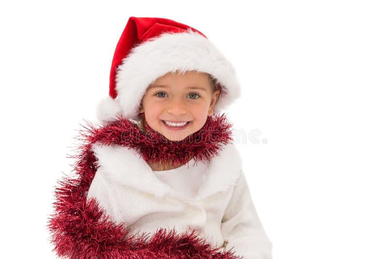 Χαριτωμένο μικρό κορίτσι που φορά το καπέλο και tinsel santa στοκ φωτογραφία με δικαίωμα ελεύθερης χρήσης