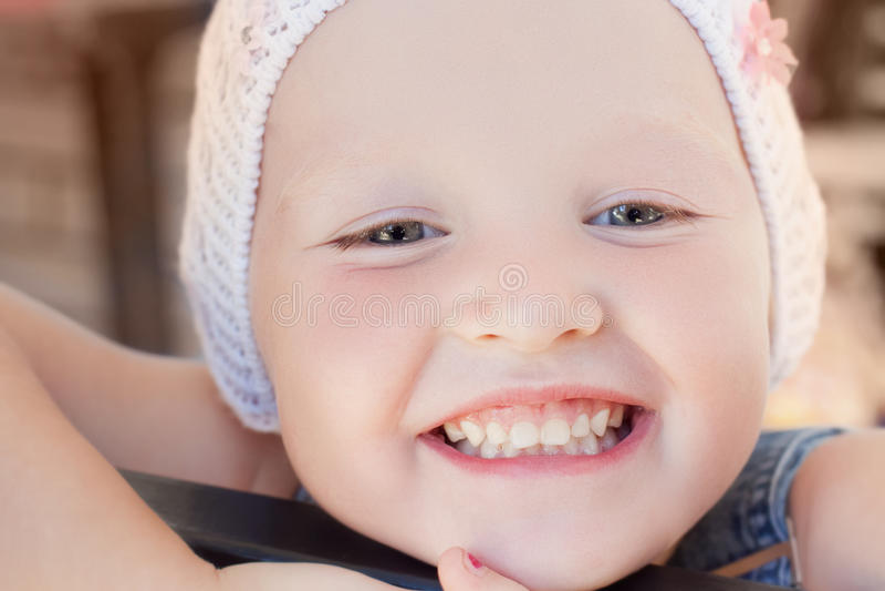 Χαριτωμένο μικρό κορίτσι στοκ φωτογραφία με δικαίωμα ελεύθερης χρήσης