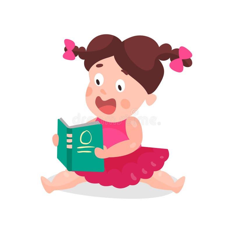 Χαριτωμένο μικρό παιδί κινούμενων σχεδίων σε μια ρόδινη συνεδρίαση φορεμάτων στο πάτωμα και την ανάγνωση μια ζωηρόχρωμη απεικόνισ απεικόνιση αποθεμάτων