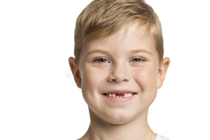 Χαριτωμένο μικρό παιδί χωρίς προηγούμενα δόντια που γελά, κινηματογράφηση σε πρώτο πλάνο στοκ φωτογραφία με δικαίωμα ελεύθερης χρήσης