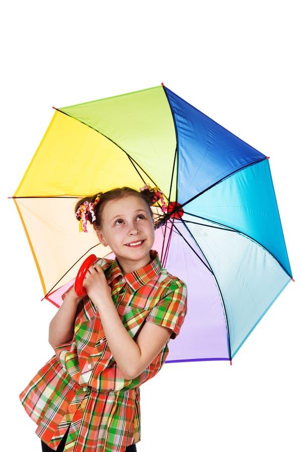 Χαριτωμένο μοντέρνο κορίτσι εφήβων με την ιριδίζουσα ομπρέλα στοκ εικόνα με δικαίωμα ελεύθερης χρήσης