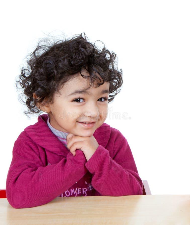 χαριτωμένο χαμογελώντας μικρό παιδί πορτρέτου κοριτσιών στοκ εικόνες