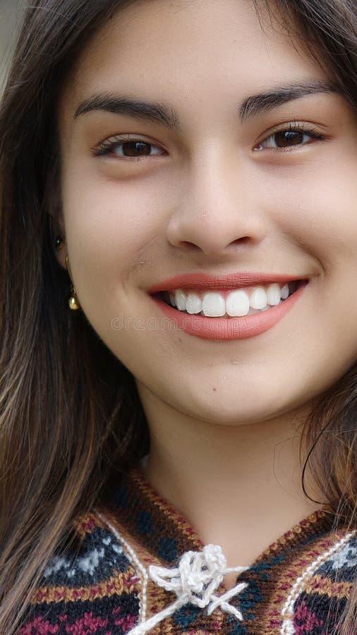 Χαριτωμένο όμορφο κορίτσι στοκ εικόνες