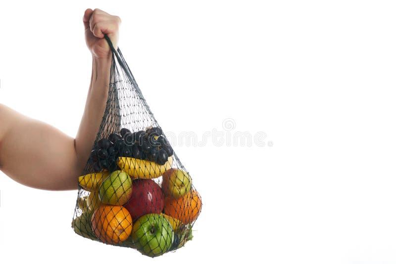 Χαρούμενος αθλητής ατόμων που κρατά μια τσάντα αγορών στοκ φωτογραφίες