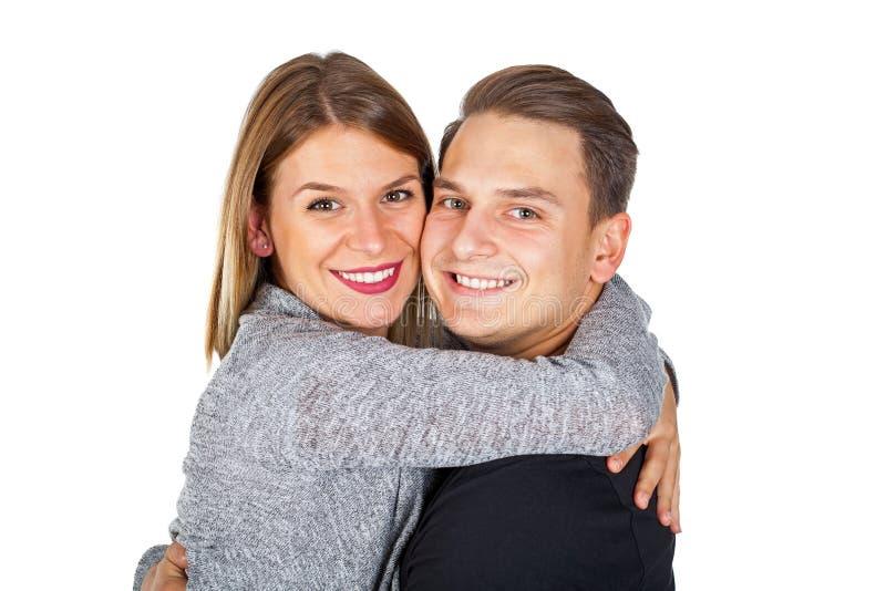 Χαρούμενο αγκάλιασμα ζευγών στοκ φωτογραφία με δικαίωμα ελεύθερης χρήσης
