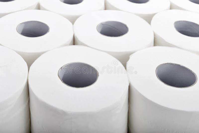 Χαρτί τουαλέτας στην τακτική κινηματογράφηση σε πρώτο πλάνο σειρών στοκ φωτογραφία με δικαίωμα ελεύθερης χρήσης