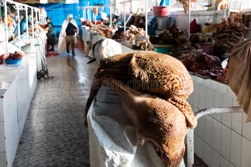 Χασάπης στην αγορά στοκ εικόνες