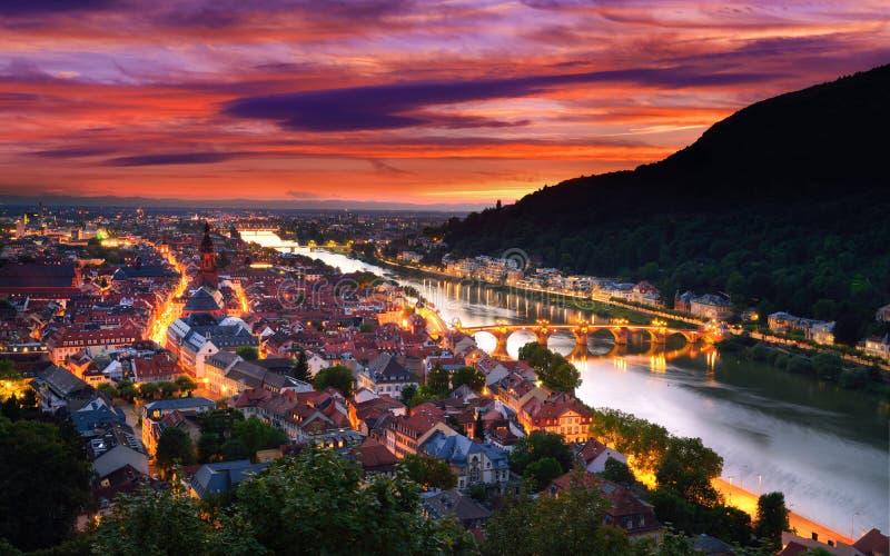 Χαϋδελβέργη, Γερμανία, με το δραματικό ουρανό σούρουπου στοκ εικόνες