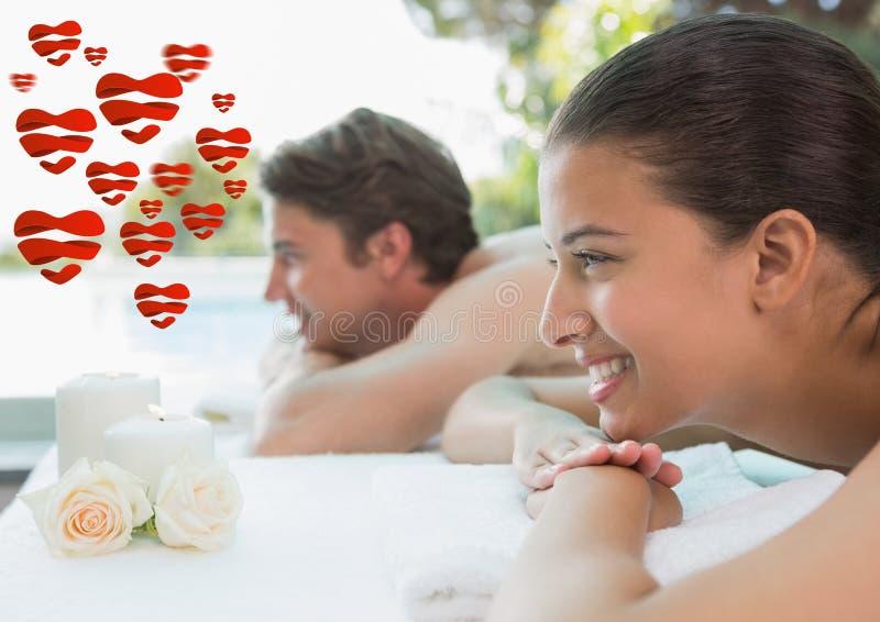 Χαλάρωση ζεύγους μαζί στο κέντρο SPA μετά από μια επεξεργασία ομορφιάς στοκ εικόνες