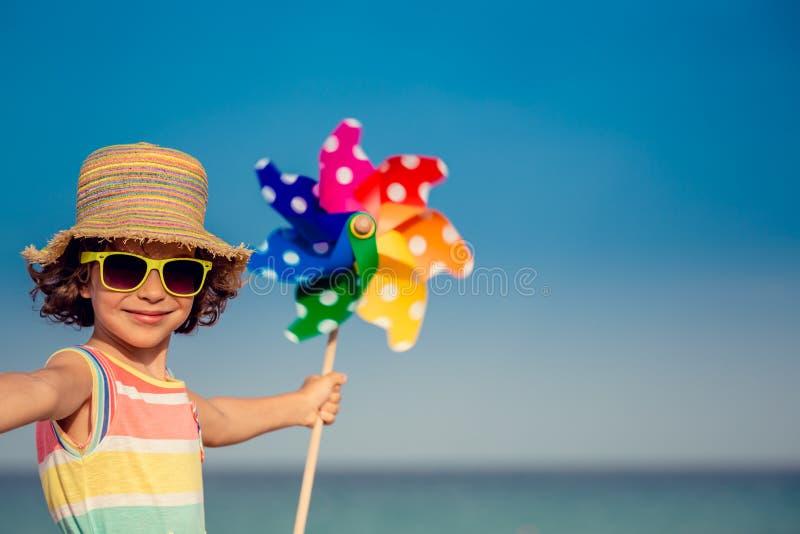 Χαλάρωση παιδιών στην παραλία στοκ εικόνες