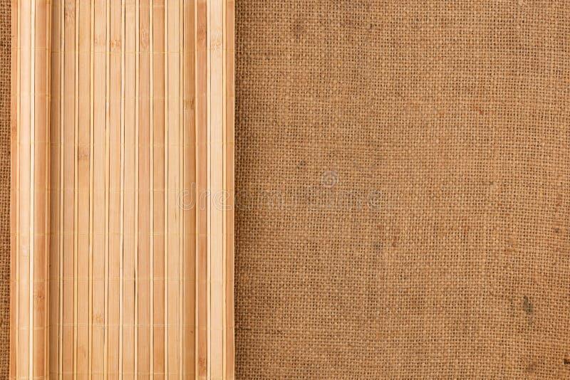 Χαλί μπαμπού που στρίβεται υπό μορφή χειρογράφου sackcloth στοκ εικόνες με δικαίωμα ελεύθερης χρήσης