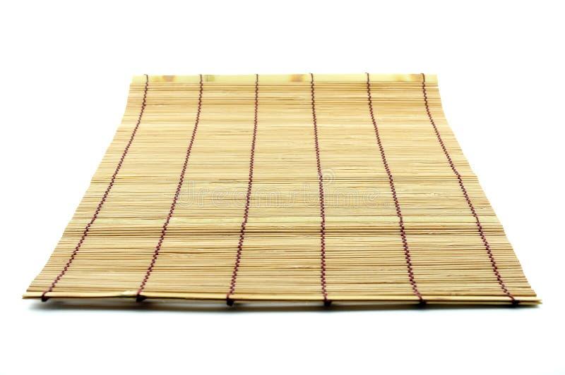 Χαλί που γίνεται επιτραπέζιο από τα κομμάτια μπαμπού στοκ φωτογραφία με δικαίωμα ελεύθερης χρήσης