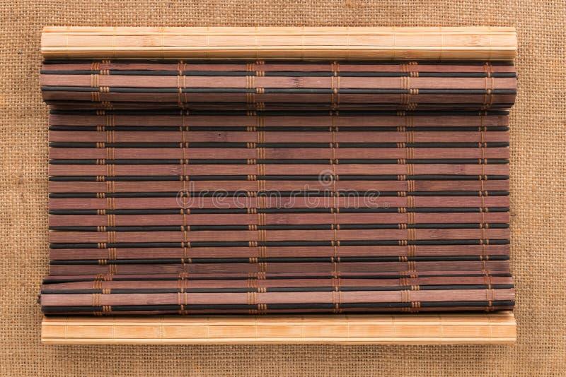 Χαλί δύο μπαμπού που στρίβεται υπό μορφή χειρογράφου sackcloth στοκ φωτογραφία με δικαίωμα ελεύθερης χρήσης