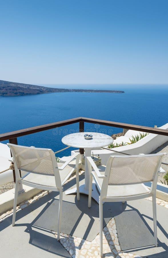 Χαλαρώνοντας σε Santorini, Ελλάδα στοκ φωτογραφίες
