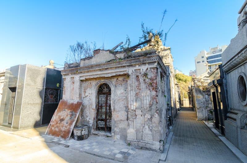 Χαλασμένος τάφος στο νεκροταφείο Recoleta στοκ εικόνες με δικαίωμα ελεύθερης χρήσης