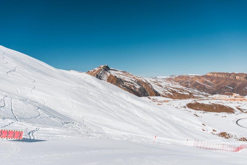 Download Χειμερινά βουνά στην περιοχή Gusar του Αζερμπαϊτζάν Στοκ Εικόνες - εικόνα από skiing, δύσκολος: 62705738