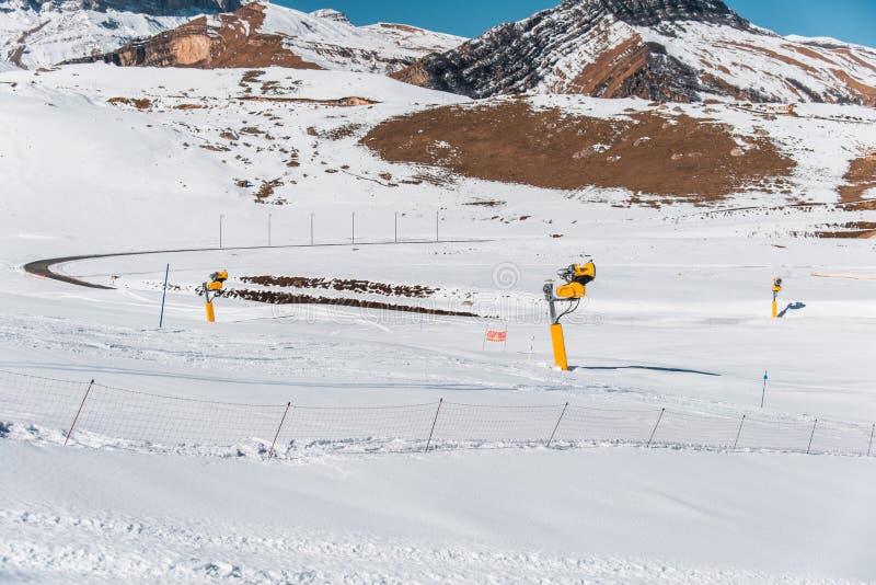 Download Χειμερινά βουνά στην περιοχή Gusar του Αζερμπαϊτζάν Στοκ Εικόνα - εικόνα από ουρανός, σκηνή: 62705751