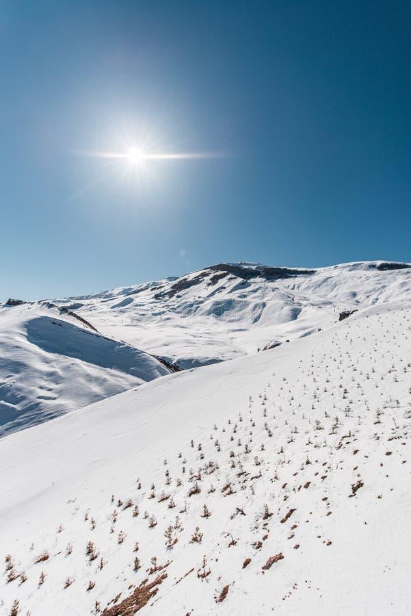Download Χειμερινά βουνά στην περιοχή Gusar του Αζερμπαϊτζάν Στοκ Εικόνα - εικόνα από τοπίο, βράχος: 62706079