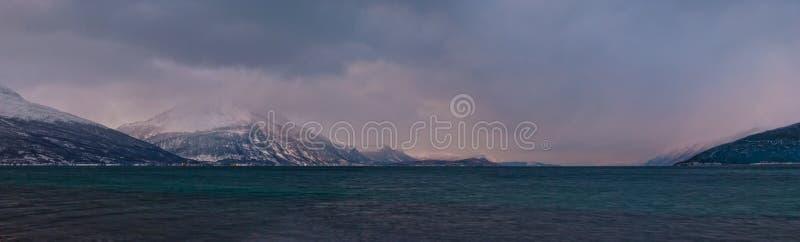 Χειμερινά νορβηγικά φιορδ στοκ εικόνες