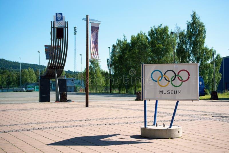 Χειμερινά ολυμπιακά αγάλματα και σημάδι μουσείων, Lillehammer, Νορβηγία στοκ φωτογραφία με δικαίωμα ελεύθερης χρήσης