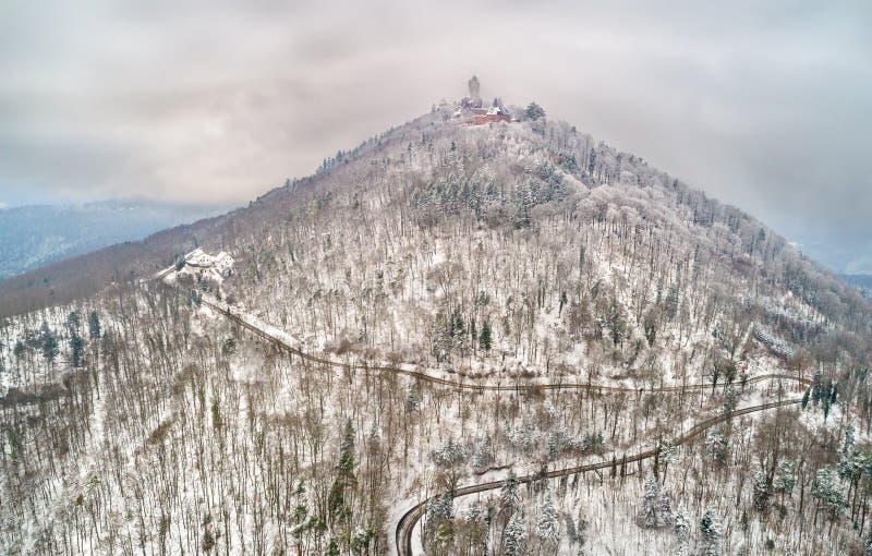Χειμερινή άποψη του πύργου du Haut-Koenigsbourg στα βουνά Vosges Αλσατία Γαλλία στοκ φωτογραφία με δικαίωμα ελεύθερης χρήσης