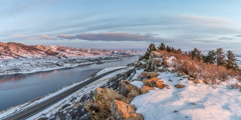 Χειμερινή ανατολή πέρα από τη δεξαμενή Horsetooth στοκ φωτογραφίες
