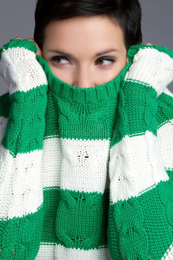 χειμερινή γυναίκα πουλόβ στοκ φωτογραφία με δικαίωμα ελεύθερης χρήσης