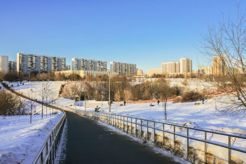 Χειμερινή εικονική παράσταση πόλης μια ηλιόλουστη ημέρα Μόσχα στοκ φωτογραφία