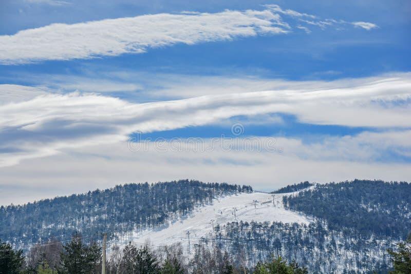 Χειμερινή εποχή βουνών Divibare με το ίχνος σκι στη Σερβία στοκ εικόνα με δικαίωμα ελεύθερης χρήσης