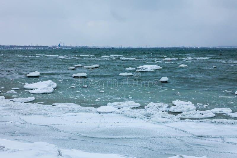 Χειμερινή θάλασσα, η θάλασσα της Βαλτικής στοκ φωτογραφίες