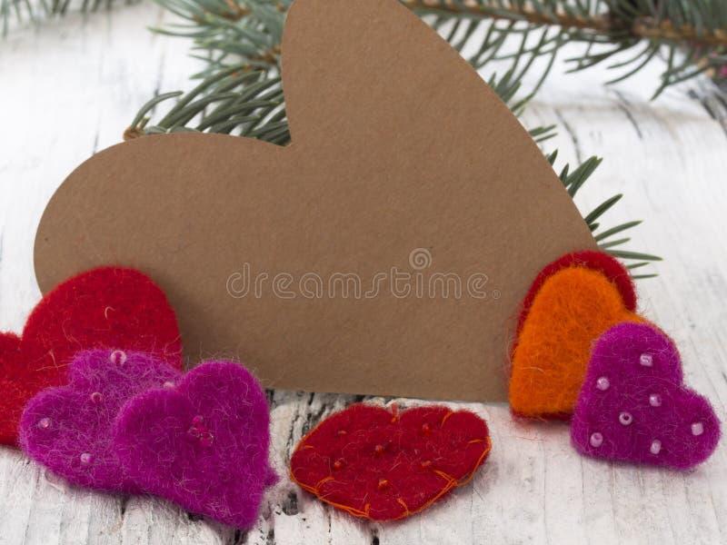 Χειμερινή διαμορφωμένη καρδιά σημείωση με τη διακόσμηση στοκ φωτογραφία με δικαίωμα ελεύθερης χρήσης