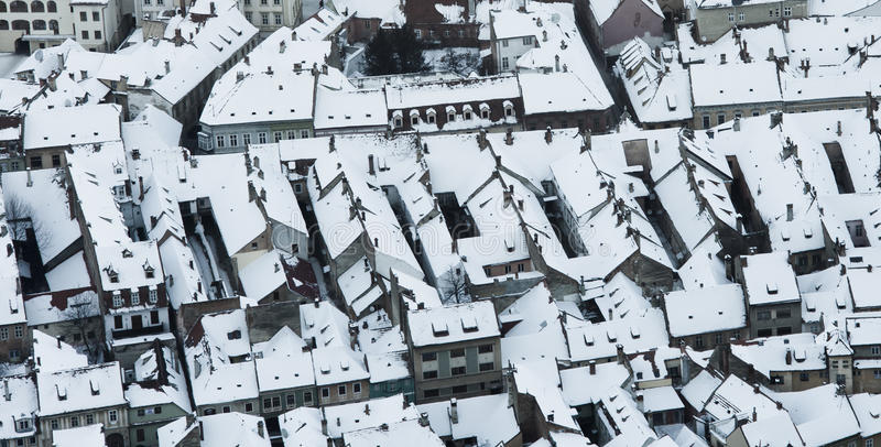 Χειμερινή πόλη, εναέρια άποψη Brasov στοκ εικόνα