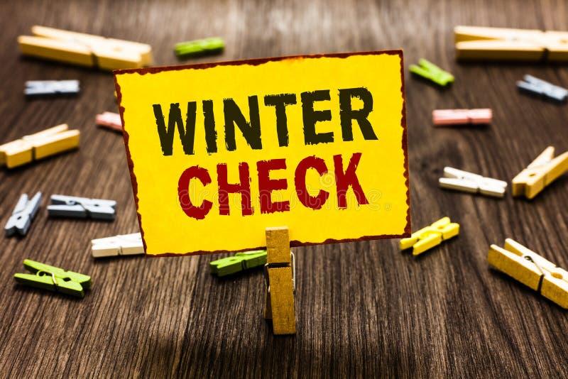 Χειμερινός έλεγχος γραψίματος κειμένων γραφής Έννοια που σημαίνει το πιό κρύο φτυάρι χιονιού προπαρασκευής συντήρησης εποχής χειμ στοκ εικόνα με δικαίωμα ελεύθερης χρήσης