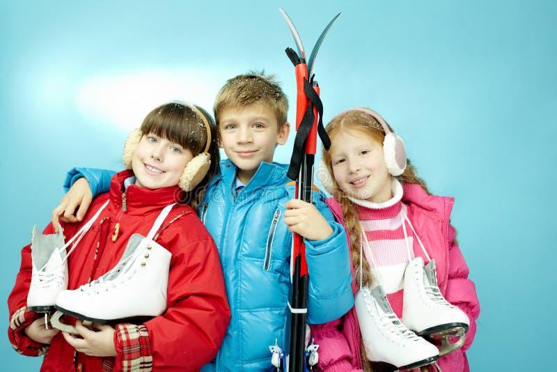 Χειμερινός αθλητισμός για τα παιδιά στοκ φωτογραφίες