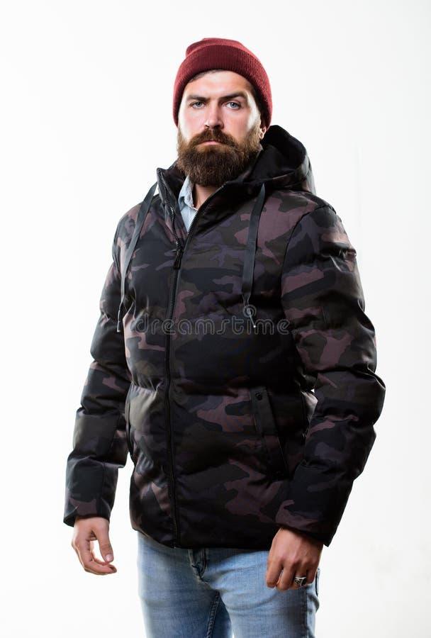 Χειμερινός μοντέρνος menswear Μοντέρνος και άνετος Ατόμων γενειοφόρος ζακέτα σακακιών στάσεων θερμή μαύρη που απομονώνεται στο άσ στοκ φωτογραφίες