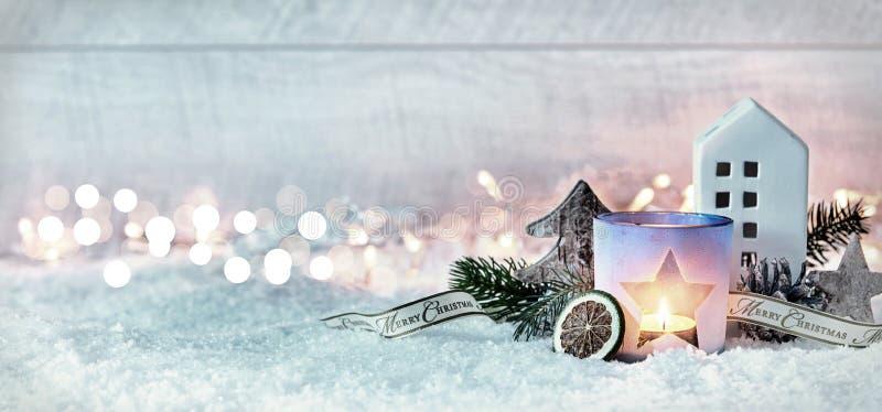Χειμερινό έμβλημα πανοράματος Χαρούμενα Χριστούγεννας εορταστικό στοκ φωτογραφία με δικαίωμα ελεύθερης χρήσης