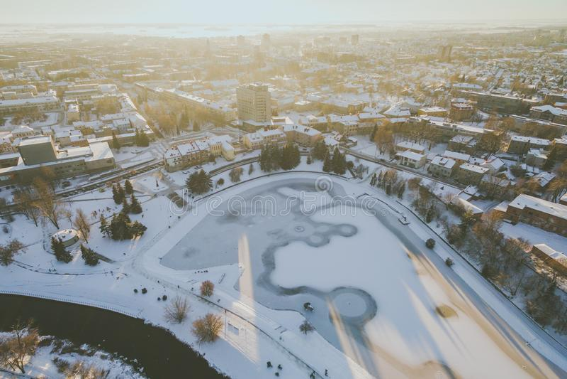 Χειμερινό ηλιοβασίλεμα σε Panevezys, Λιθουανία στοκ εικόνες