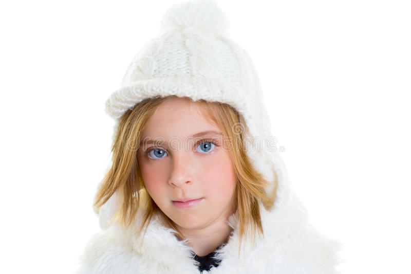 Χειμερινό μαλλί άσπρη ΚΑΠ πορτρέτου κοριτσιών παιδιών παιδιών ευτυχές ξανθό στοκ εικόνα με δικαίωμα ελεύθερης χρήσης