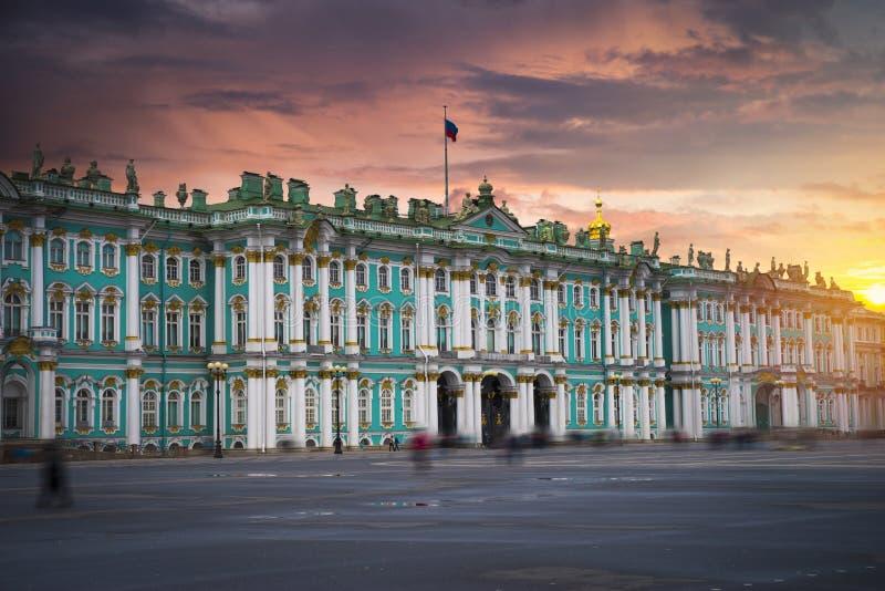 χειμερινό παλάτι στην πόλη της Αγία Πετρούπολης στοκ φωτογραφία με δικαίωμα ελεύθερης χρήσης
