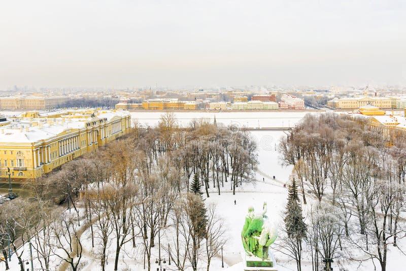 Χειμερινό πανόραμα της Αγία Πετρούπολης άποψη από το ST Isaac ` s Cathedr στοκ εικόνα