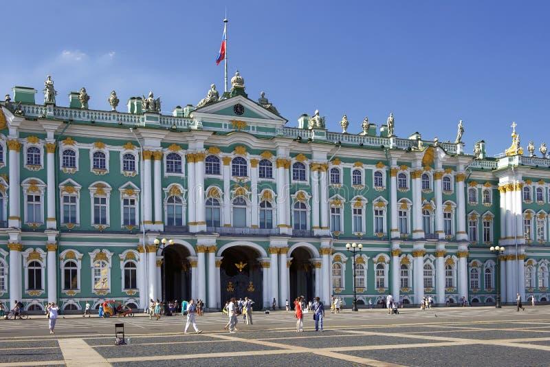 Χειμερινό παλάτι και μουσείο ερημητηρίων σε Άγιο Πετρούπολη, Ρωσία στοκ εικόνα με δικαίωμα ελεύθερης χρήσης