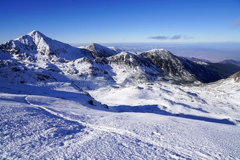 Χειμερινό τοπίο στα ρουμανικά βουνά στοκ φωτογραφία