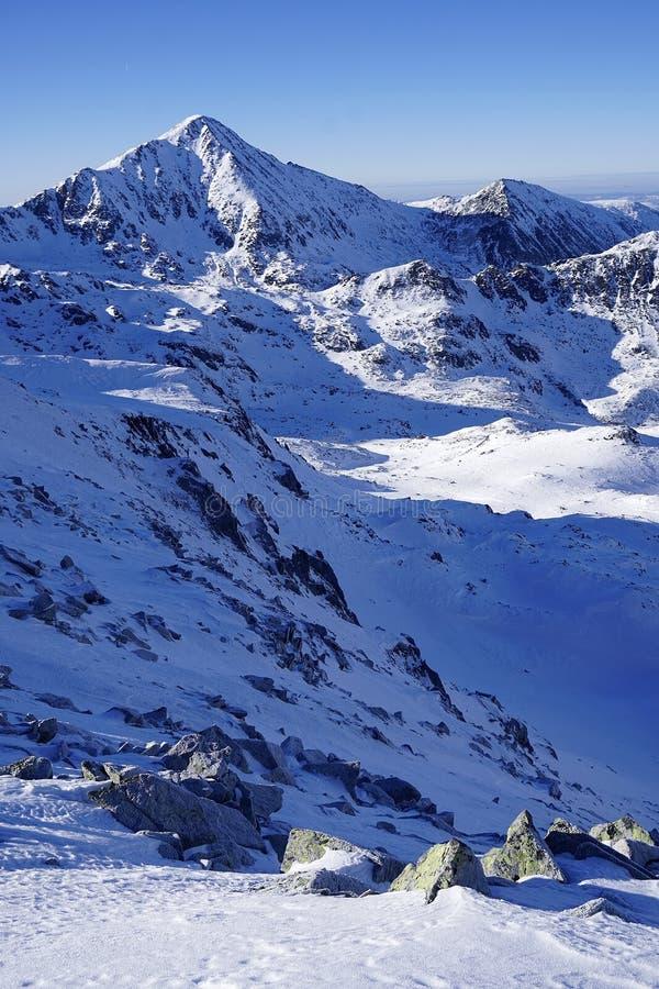 Χειμερινό τοπίο στα ρουμανικά βουνά στοκ εικόνα με δικαίωμα ελεύθερης χρήσης