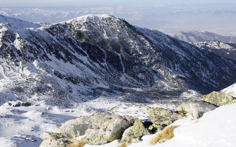 Χειμερινό τοπίο στα ρουμανικά βουνά στοκ εικόνες