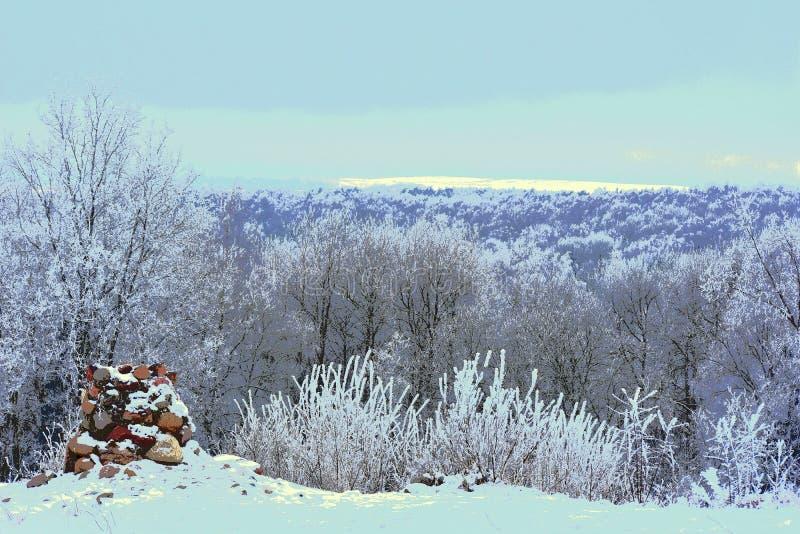 χειμώνας έκδοσης απεικόνισης 0 8 διαθέσιμος eps _ Άποψη από το hillfort στοκ εικόνες