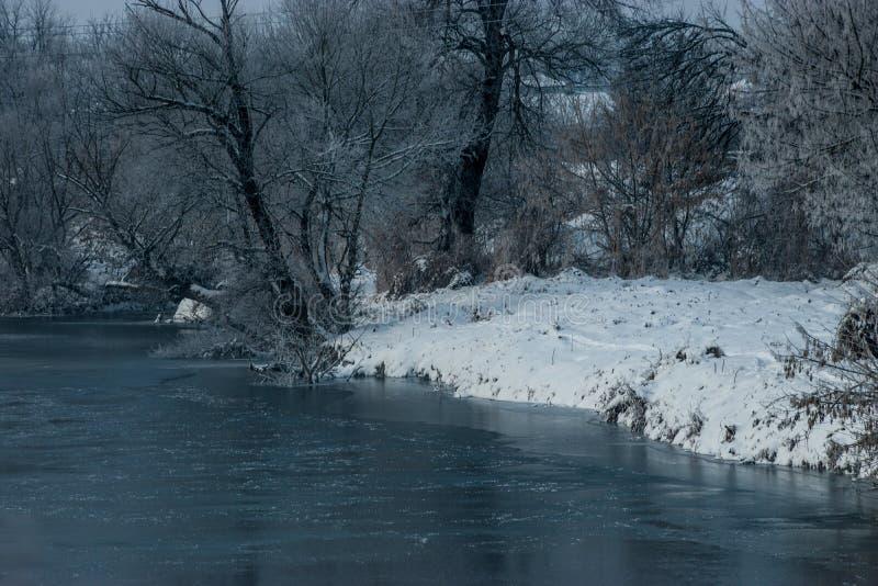 Χειμώνας από τον ποταμό στοκ φωτογραφία