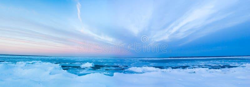 χειμώνας ηλιοβασιλέματος στοκ εικόνα