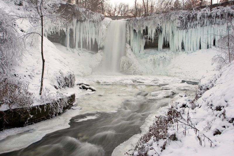 Download χειμώνας καταρρακτών στοκ εικόνα. εικόνα από καλός, footbridge - 384813
