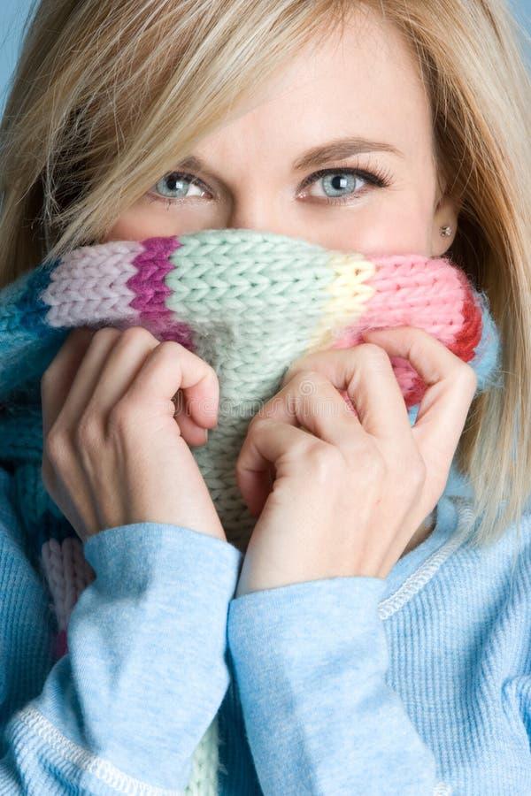 χειμώνας μαντίλι κοριτσιώ&nu στοκ φωτογραφίες με δικαίωμα ελεύθερης χρήσης